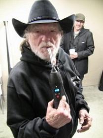 Willie-Nelson-vapir-NO2